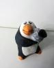 Пингвин с камнем